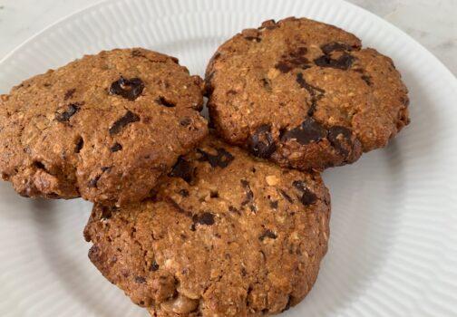 Sundere Cookies med chokolade, nødder & peanutbutter